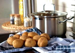 Halušky se vaří z brambor a mouky