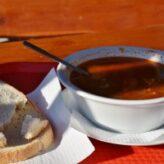 Gulášová polévka od babičky: 3 skvělé recepty